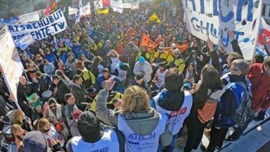 Estaban todos. Como hace años no sucedía, los sindicatos estatales unieron fuerza y acordaron asambleas en las que seguramente seguirán los paros si no hay respuesta oficial.