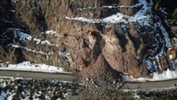 El peso de esa inmensa piedra que permanecía inestable variaría entre las 3.600 y las 10 mil toneladas.