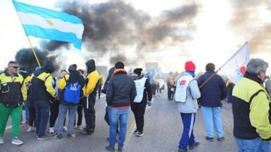 Corte en la ruta 3. Los viales y otros gremios volvieron a reclamar para exigir soluciones al Gobierno provincial en medio de la crisis económica.