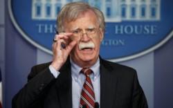 """Un """"halcón"""" caído. Bolton ya no le cantará sus consejos a Trump."""