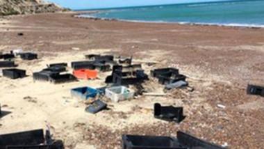Basura. Una triste postal que se encontraron los ciclistas que suelen recorrer las playas chubutenses.