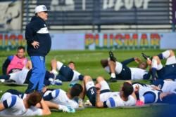 Por pedido de Diego Maradona, Gimnasia y Esgrima La Plata busca un delantero.