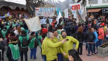 Nuevamente en las calles de Esquel se hizo sentir el reclamo de los trabajadores estatales.