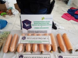 Cayó banda narco de peruanos que escondía cocaína en penes de cotillón.