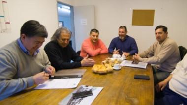 El Coordinador de Deportes municipal, Alejandro Vargas, recibió al presidente de la Liga del Valle, Javier Treuque, y representantes de los clubes.