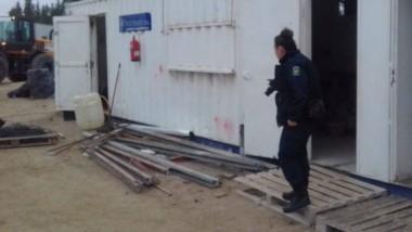 El personal policial realizó una recorrida por el predio y detectó una parte del alambre dañado.