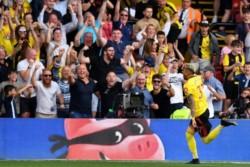 Watford, último en la tabla, lo perdía 2-0 ante Arsenal (Aubameyang x2), pero lo igualó gracias a los goles de Cleverly y el Tucu Pereyra de penal.