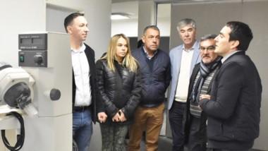 Explicaciones. La comitiva encabezada por Maderna en la visita donde tuvo cautela con los incrementos.