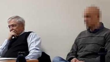 El único condenado de la causa, A. E.O. junto a su abogado defensor.