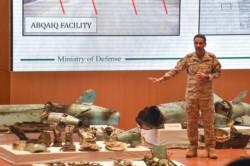 Las Fuerzas Armadas de Arabia Saudita exhibieron los restos de los misiles que atacaron sus refinerías y señalaron que son de origen iraní.