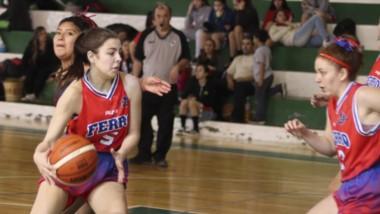"""El básquet femenino tuvo acción en el gimnasio """"Don Luis González"""" del club Germinal de Rawson."""