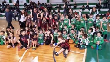 Los niños cumplieron su primer mes de competencia en las categorías formativas del básquet de la ABECh.