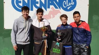 Premiación con los finalistas del torneo, Rivas y Apesteguía.