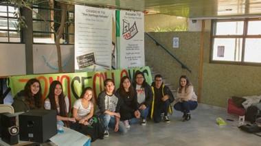 Ocupantes. Los estudiantes de la 712 de Trelew se asesoraron con un abogado para su formato de reclamo.