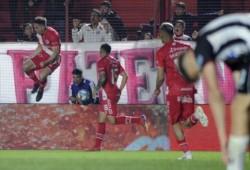Argentinos pegó rápido en el ST y descolocó a Central Córdoba. Con la ventaja en el marcador supo manejar la pelota con inteligencia y no sufrió sobresaltos.