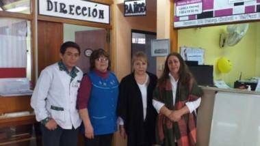 Patricia Mancuche, personal de la Biblioteca, junto a Patricia Antonio, representante de la Fundación IARA.