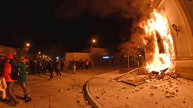 En llamas. La madrugada del miércoles fue el clímax de un escenario que se tensa y que paraliza a Chubut.