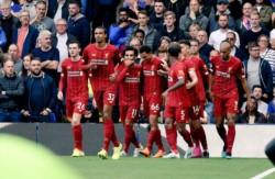 Liverpool derrotó como visitante al Chelsea 2-1 con goles de Alexander-Arnold y Firmino y se mantiene con puntaje ideal.