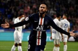 Neymar vuelve a salvar al PSG en el último minuto.