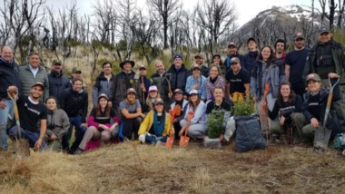 Se plantaron árboles en el Parque Los Alerces. L a iniciativa fue de las autoridades del lugar, de una asociación y de la Subsecretaría de Bosques.