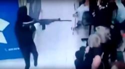 Uno de los asaltantes portaba un fusil FAL.