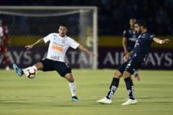 Con goles de Jhon Sánchez y Cabeza, los ecuatorianos empataron 2-2 (4-2 global) ante Corinthians (Boselli y Clayson) en la vuelta de las semis.