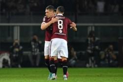 Milan (Musacchio titular) lo ganaba con gol de Piatek, pero el Torino (jugaron Rincón y Ansaldi) lo dio vuelta en 4' con un doblete de Andrea Belotti.