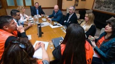Espacio distinto. El intendente Maderna ofreció su despacho para oxigenar la discusión con los gremios.
