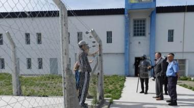 El fiscal Daniel Báez en su inspección por el centro carcelario de la ruta 3. Elevó un informe a Miquelarena.