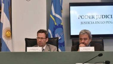 Trío. Desde la izquierda, Pérez, Soñís y Rolón, los jueces que esta semana deciden sobre El Embrujo.