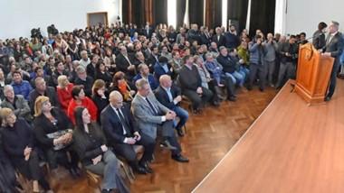 La convocatoria realizada por el gobernador Arcioni contó con una importante concurrencia de todos los sectores.