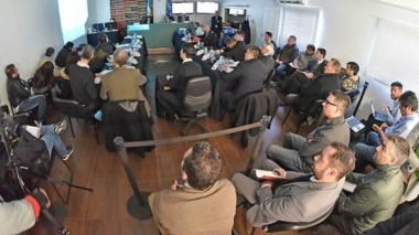 Durante la jornada de ayer se proyectaron unas 800 filminas con diálogos y contendidos de computadoras.