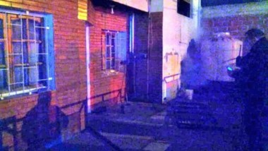 El incendio se produjo en la habitaciòn donde se hallaba la víctima.