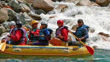 Rafting en el río Azul, una de las tantas propuestas de aventura en El Bolsón.
