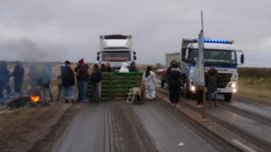 Los estatales volvieron a la ruta tras los incidentes en Comodoro.