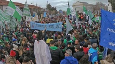 Los estatales en conjunto con otros gremios que salieron en apoyo, se movilizaron una vez más por las calles de la capital provincia en el marco de una jornada de lucha.