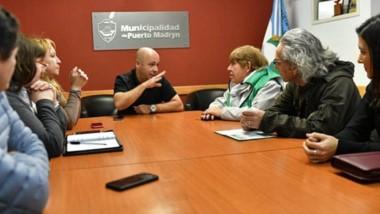 Diálogo. El jefe comunalo de Madryn recibió a un grupo de sindicalistas en la Municipalidad.