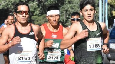 """Joaquín Arbe y Eulalio """"Coco"""" Muñoz, atletas esquelenses, representarán a la CADA en los 42K Buenos Aires."""