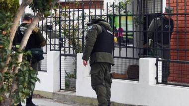 Momentos en que la Gendarmería ocupaba el lugar investigado.