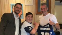 La llegada de Diego Maradona al banco de suplentes de Gimnasia comenzó con una bola de nieve que no para de crecer.