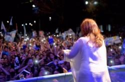 Cristina presentó su libro ante una multitud en Posadas, Misiones.
