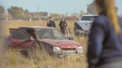 Un hombre sin vida y con un disparo en el pecho fue hallado esta tarde en el interior de un automóvil en un descampado de calle Don Bosco al 4.500. (Foto: La Nueva).