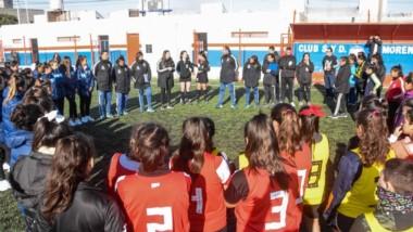 Las jugadoras chubutenses reciben la charla previa antes del inicio de la prueba realizada  en J.J. Moreno.