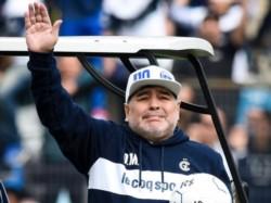 La histórica presentación de Maradona como DT de Gimnasia en El Bosque.