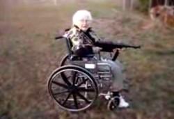 Cayó una narco-abuela: armaba porros en su silla de ruedas. (Archivo)