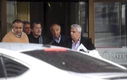 """Héctor Daer, Carlos Acuña, Gerardo Martínez, el """"Gitano"""" Cavallieri y José Luis Lingeri, saliendo dle ministerio de Desarrollo Social."""