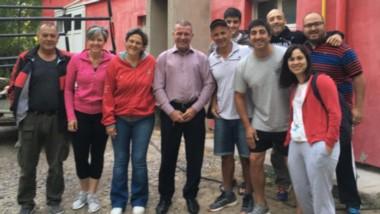 El intendente de Gaiman Darío James, junto al Director de Deportes Marcos Escobar, estuvieron presentes en el club para despedir  a los palistas.