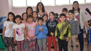 El taller tiene como fin acercar la astronomía a los más chicos y que experimenten actividades.