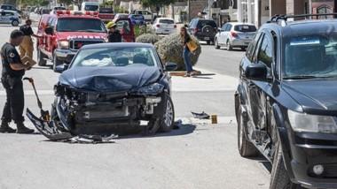 Un VW Polo y una camioneta Dodge chocaron ayer en Puerto Madryn.