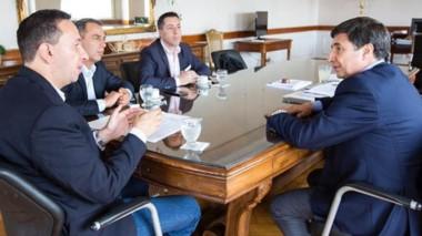 Referentes. El ministro Arroyo se mostró muy interesado en las políticas sociales de Maderna en Trelew.